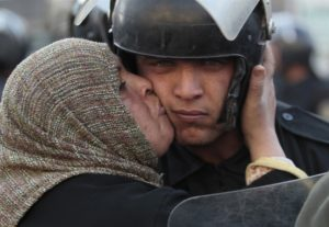 pb-110128-egypt-unrest-kiss-ps_photoblog900